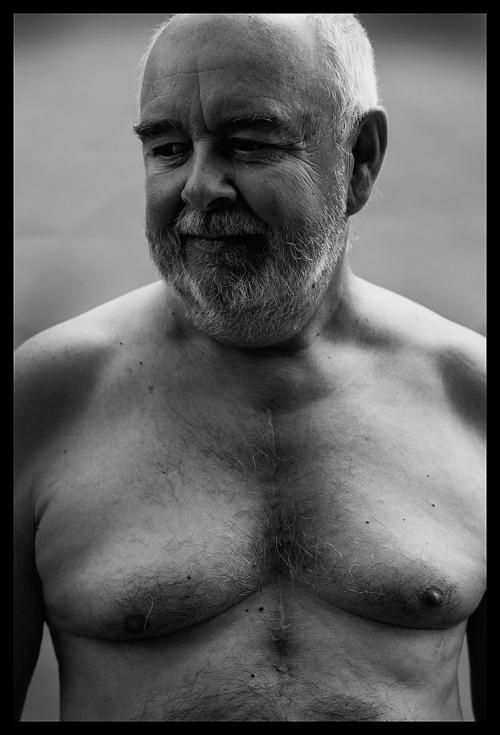 pa portret verjaardag blote borst litteken open hart operatie