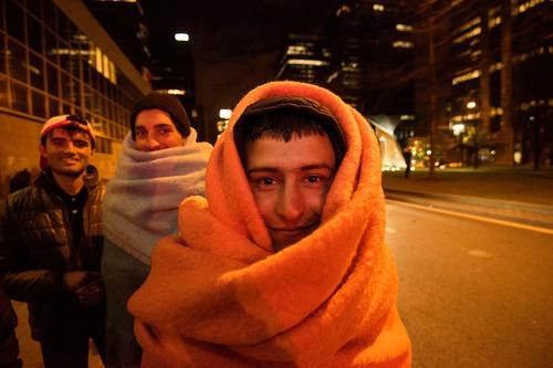 2015/11/20 brussel belgium : asielzoekers aan de rode kruispost aan het wtc in de eerste koude dagen foto ivan put