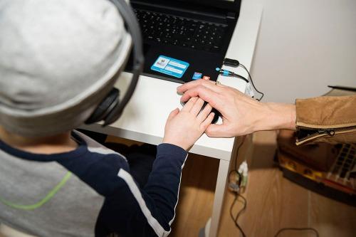 2015/12/01 overijse belgium: nicolas is ziek en volgt een zware chemokuur maar kan via bednet op de computer lesvolgen met zijn klas foto ivan put
