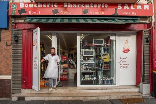 2015/12/11 : henin-beaumont frankrijk : regionale verkiezingen. gaat het FN van marine le pen winnen ? islamitische halal slagerij in Henin-beaumont waar het FN de burgemeester heeft foto ivan put