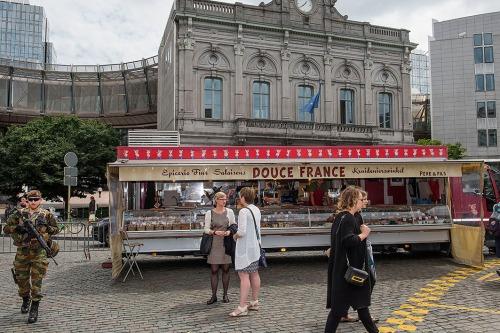 2016/06/28 brussel belgium : sfeer in de europese wijk tijdens top over brexit. sfeer op het luxemburgplein markt eetstandjes terrassen foto ivan put