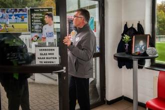 2018/11/02 leuven belgium : voetbalclub ohl rouwt om zijn voorzitter Vichai Srivaddhanaprabha die overleed in een helicoptercrash. opleidingscentrum in oud-heverlee. trainer nigel pearson foto ivan put